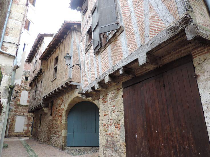 Le cœur historique de la ville d'Agen : la rue Beauville...