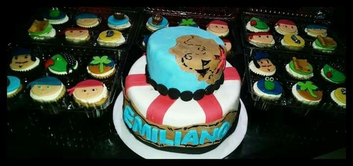Jake pirate cake & cupcakes