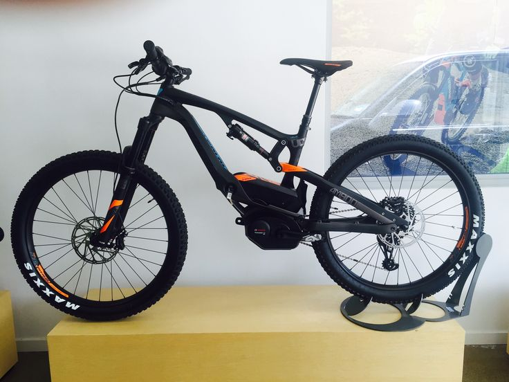 The Lapierre Carbon. One of the first ever carbon electric mountain bikes. This scooped up heaps of design awards at Eurobike 2016.
