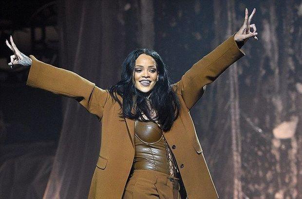 Rihanna Bikin Aturan Larang Penggemarnya Main Pokemon Go : Sikap tegas diambil oleh penyanyi dunia Rihanna yang melarang seseorang memainkan game Pokemon Go selama konsernya berlangsung. Dikutip dari Digital Spy selama konser