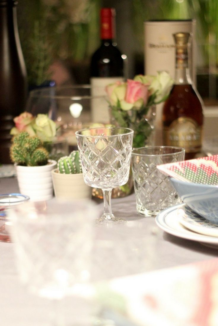 Eine Tolle Tischdeko Mit Blumen Und Blüten Für Einen Schönen Dinner Abend  Oder Bei Einen Kochevent