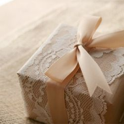 brown packing paper + lace + ribbon  Spitze