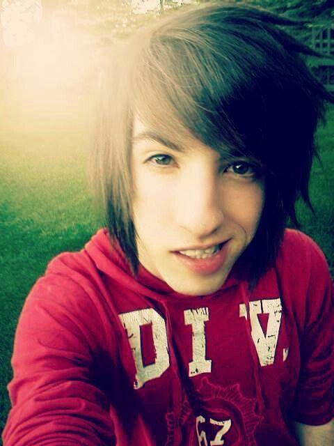 singer Jordan Sweeto emo brown hair