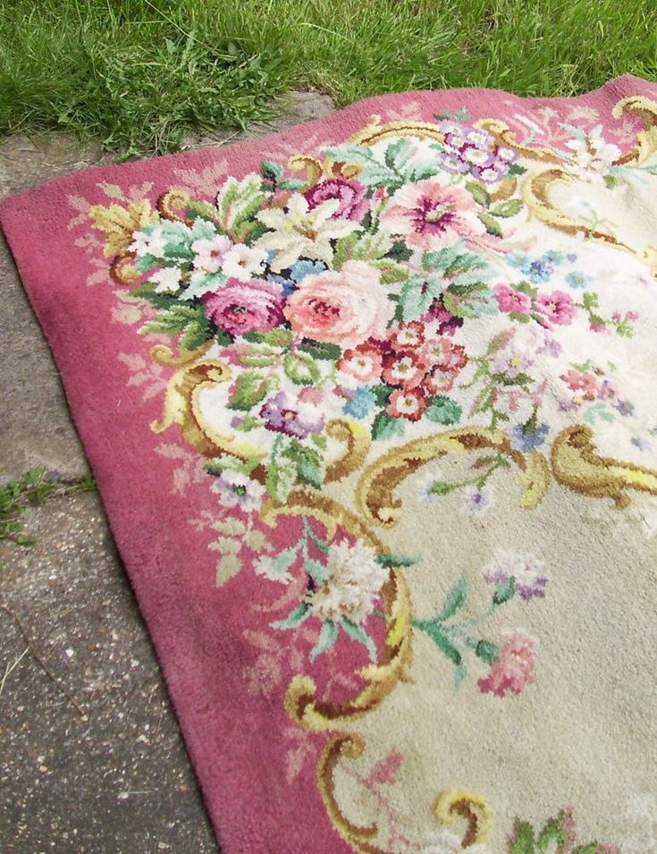 Beautiful Vintage Axminster carpet shabby  granny chic cabbage roses 1950s 1960s