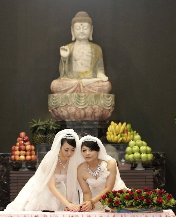 Alguma religiões já aprovam o casamento entre iguais. O Budismo e o Candomblé são exemplos de religiões que apoiam toda a forma de amor. Leia a matéria completa.