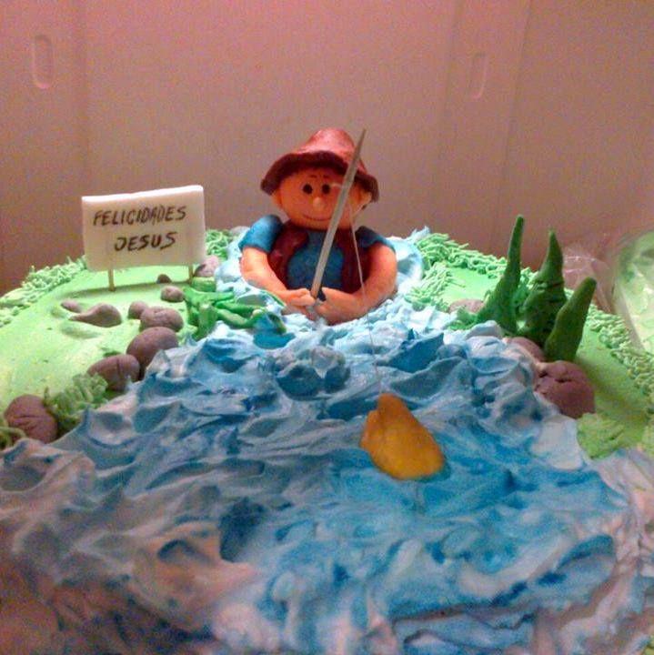tarta pescador, nata y fondant de decoracion