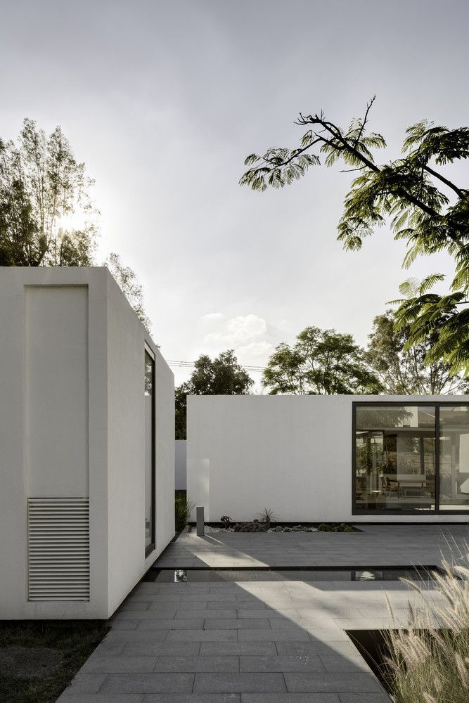 pre-fab home architecture –  http://minimalism.co