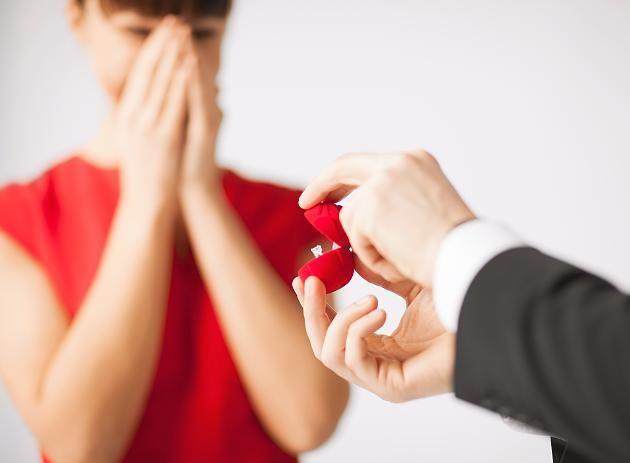 %TITTLE% -                        Tragischer Fall in Japan: Mann macht seiner Freundin einen Heiratsantrag – Minuten später ist er tot     Teilen      Danke für Ihre Bewertung!            0                                                 Colourbox.de... - https://cookic.com/tragischer-fall-in-japan-mann-macht-seiner-freundin-einen-heiratsantrag-minuten-spater-ist-er-tot.html