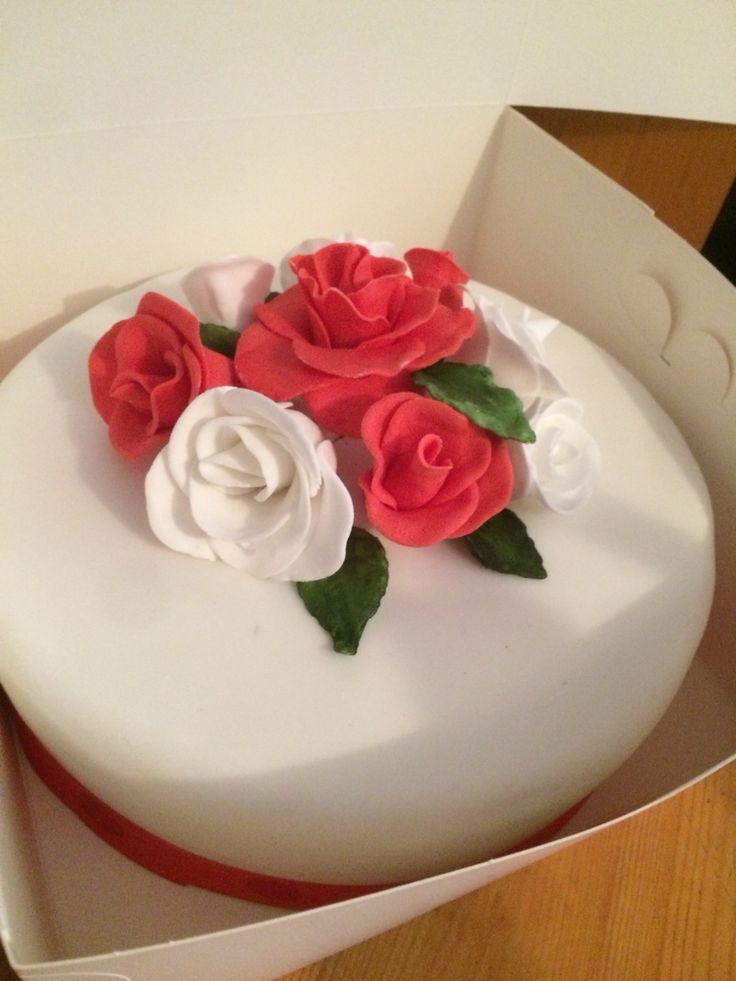 Red and white wedding cake sugar craft roses