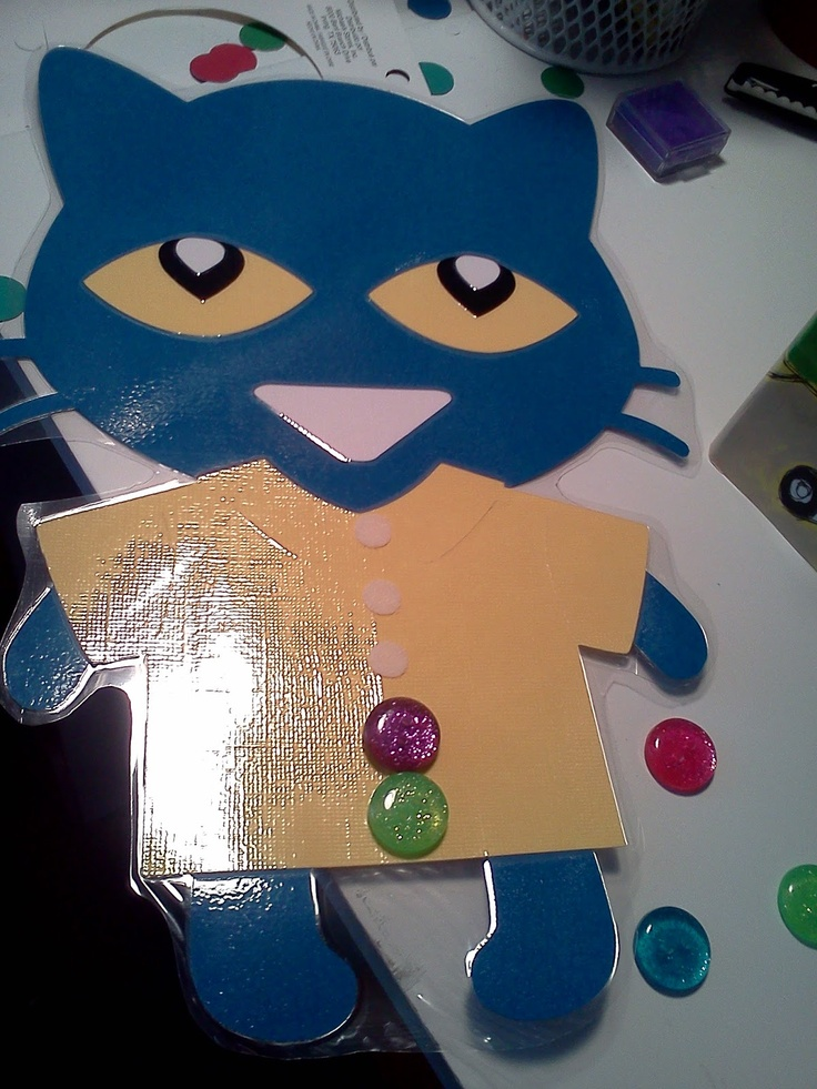 Use this Pete the Cat to help kids with math and to have them retell the story!  She added 5 buttons (instead of 4) to fit the core! :) I love Pete the Cat!