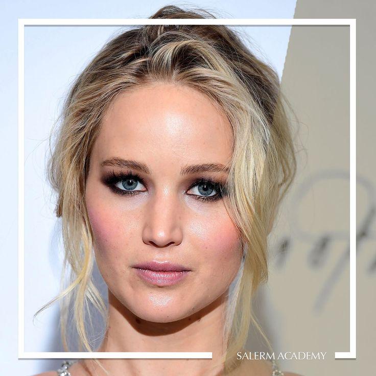 ¿Qué te parece el peinado de Jennifer Lawrence? ¡Incluso con el pelo recogido no se separa de sus ondas!   #SalermAcademy #Hairstyle #JenniferLawrence #Look #Peinado #Corte #Recogido #Ondas #Imagen #Hairinspiration