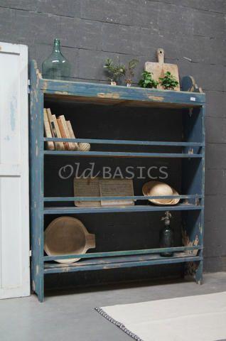 Boekenrek 10138 - Prachtig brocante houten boekenrek met een blauwe kleur. De kast heeft drie legplanken en een mooie geleefde uitstraling.