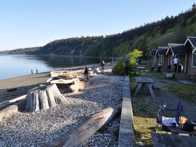 Best Washington State Parks with cabins. This is how we like to visit nature!