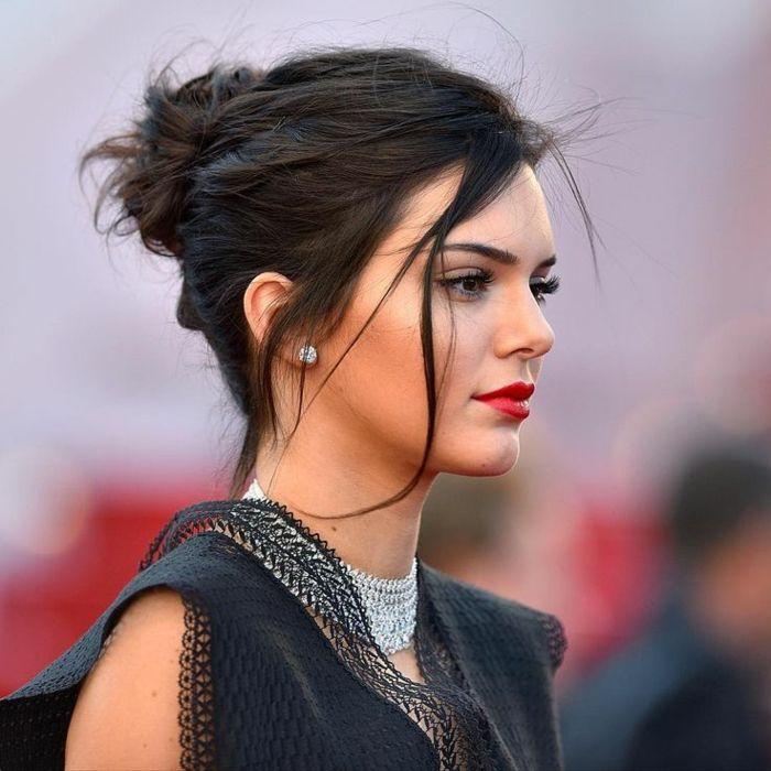 1001 Ideen Fur Messy Dutt Frisur Zum Nachmachen Kylie Jenner Kurze Haare Unordentliche Frisur Entspannte Frisuren