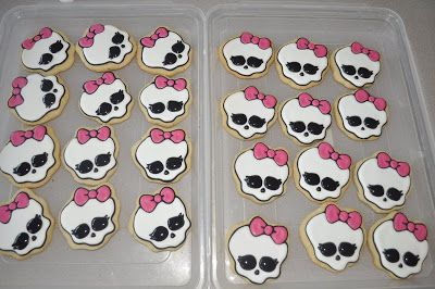 How to make a Monster High Cookie | Suz Daily