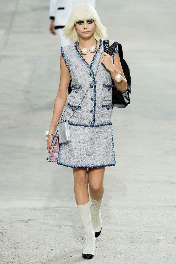Chanel Spring 2014 Ready-to-Wear Fashion Show - Cara Delevingne (Elite)