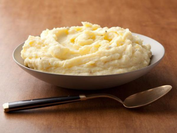 Extremely tasty Sour Cream Mashed Potato recipe to have with your next Roast or Chicken. #bosspotatoes #comfortfood #homemade