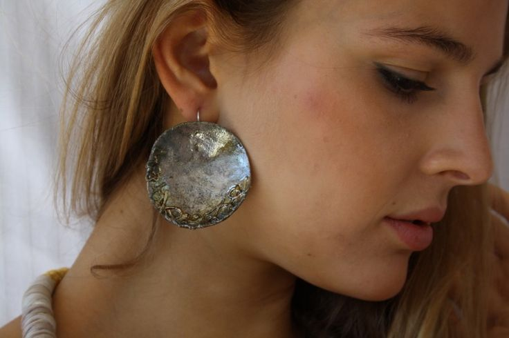 raku ceramica earring by Francesca Trubbianelli
