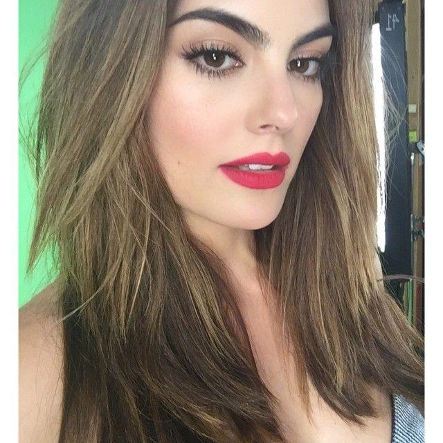 Instagram media by ximenanr - Makeup de @vicoguadarrama hair de @yarimejia los amo !!! Haciendo promos y campaña para #ELLE #MéxicoDiseña