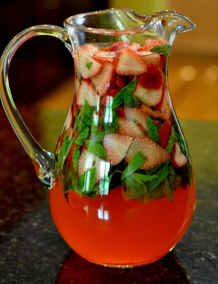 Our signature drink!!!! Cooking & Entertaining with Leah: Strawberry Mint Mojitos