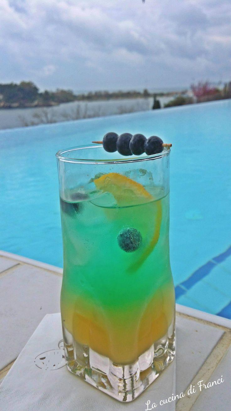 Cocktail analcolico ananas mirtilli e limone