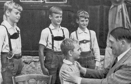 Τα «σχολεία του Χίτλερ», η αξιολόγηση και η πλύση εγκεφάλου των μαθητών στη ναζιστική Γερμανία