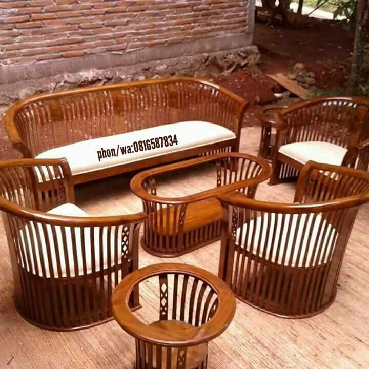 Set Kursi tamu kranjang ini berbahan kayu jati TPK Perhutani dan dibuet oleh pengrajin kami yang sudah sangat handal dan profesional dibidangnya