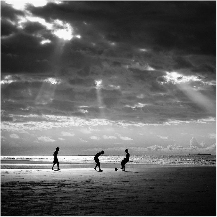 Beach Soccer B+W  by `isacg @ deviantart  (São Luis, Maranhão, Brazil)
