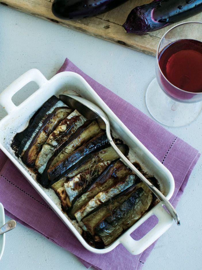 ほんのり甘いブルーベリーソースも美味。|『ELLE gourmet(エル・グルメ)』はおしゃれで簡単なレシピが満載!
