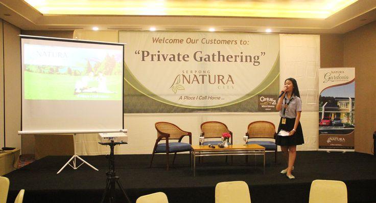 Acara dimulai dengan panduan Host, Ibu Cindy selaku Customer Service Project Primary Century21 Mediterania Group.