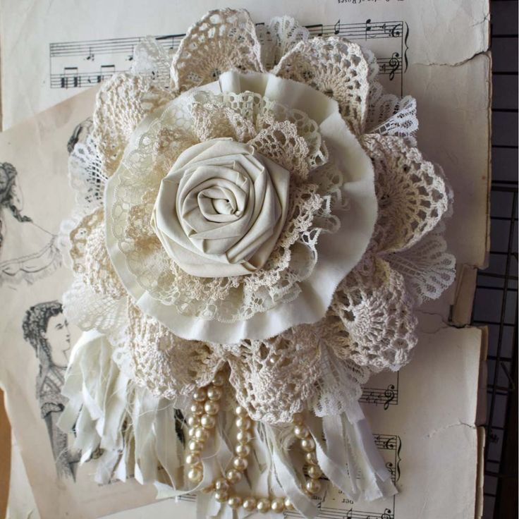 Nice idea - flower corsage made from combination of handmade fabric rose, rosette, gathered ruffles, crochet doily, ribbon and pearl strand.                                                                                                                                                      Mais