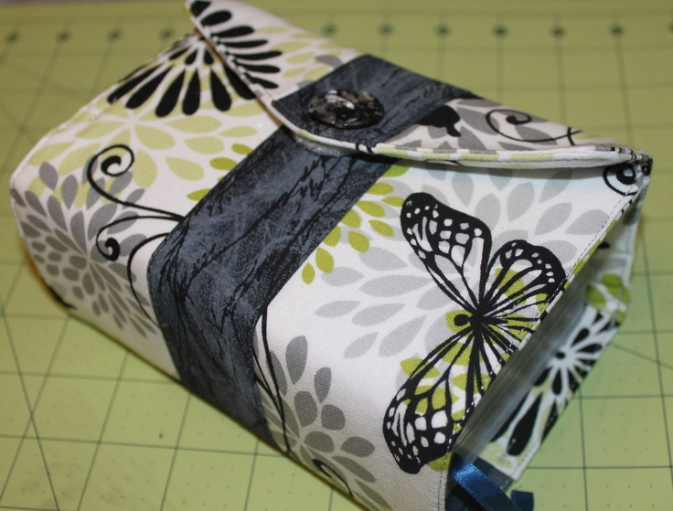 Scripture Cover tutorial by Azure Moon Design: I love everything, but I would make the closure magnetic rather than button