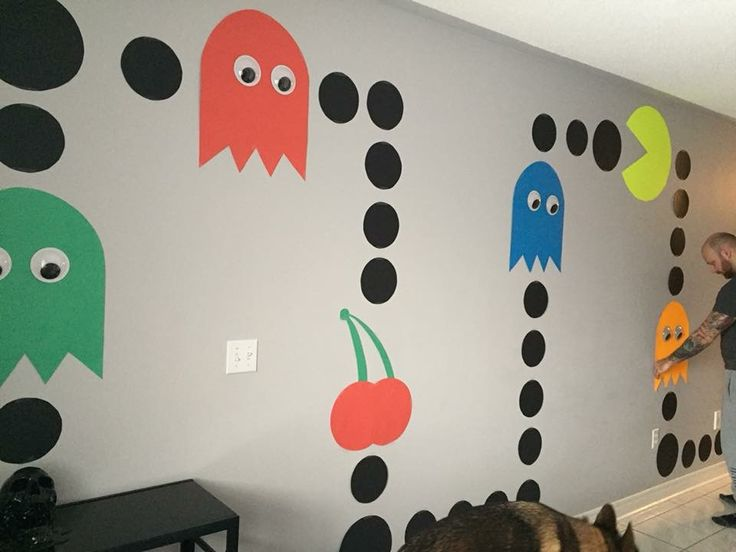 90s themed party - giant pac man wall