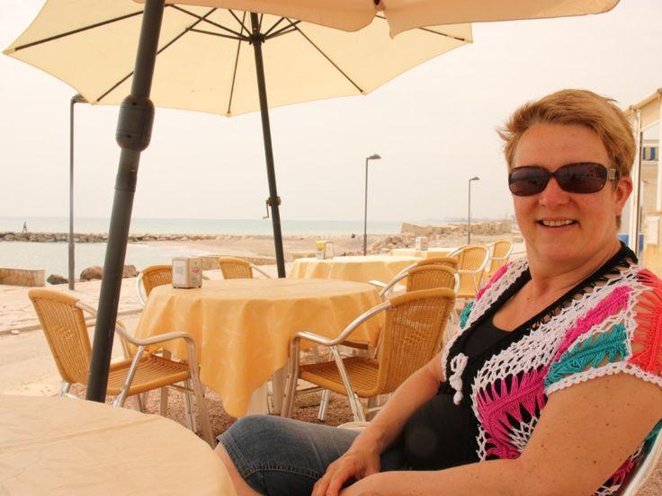 Valencia kopje koffie aan het strand.