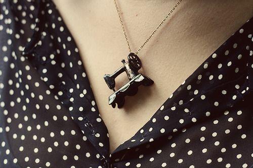 Azt hiszem egy ilyen nyaklánc még elkélne nekem ;)