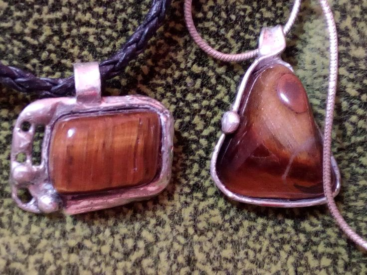Pendants with tiger eye