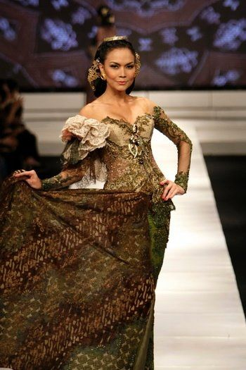 kebaya batique, do you wanna try?