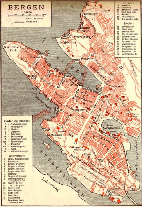 Bergen gamle stasjon var plassert ved Lille Lungegårdsvann og ble revet for å gi plass til Stenersens samling. Plasseringen kan sees på et kart fra 1907.