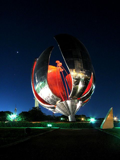 "Night Flower.  ""Floralis Generica"", a metalic sculpture situated in Plaza de las Naciones Unidas on Figueroa Alcorta Avenue.  Artist:  Architect Eduardo Catalano.  Buenos Aires,  ARGENTINA.     (by Roko Flanders, via Flickr)"