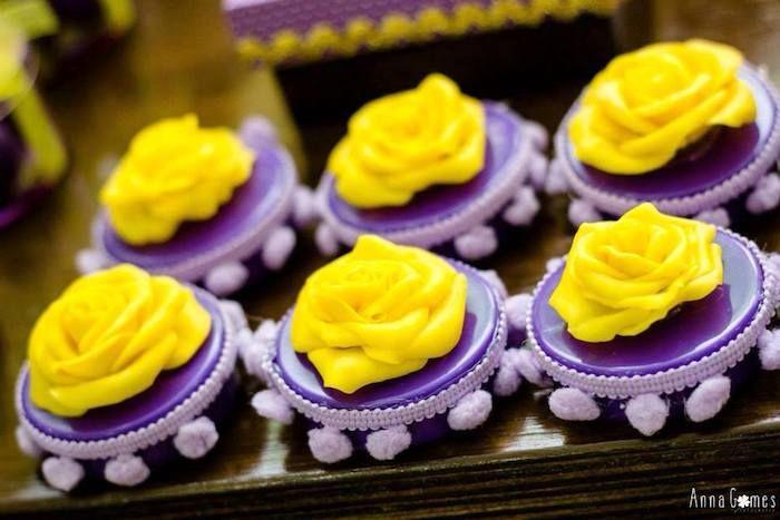Tangled + festa de aniversário temático Rapunzel via de Kara Idéias do partido KarasPartyIdeas.com Bolo, decoração, fontes, favores, sobremesas e muito mais!  #rapunzelparty #tangled #rapunzel #tangledparty (19)