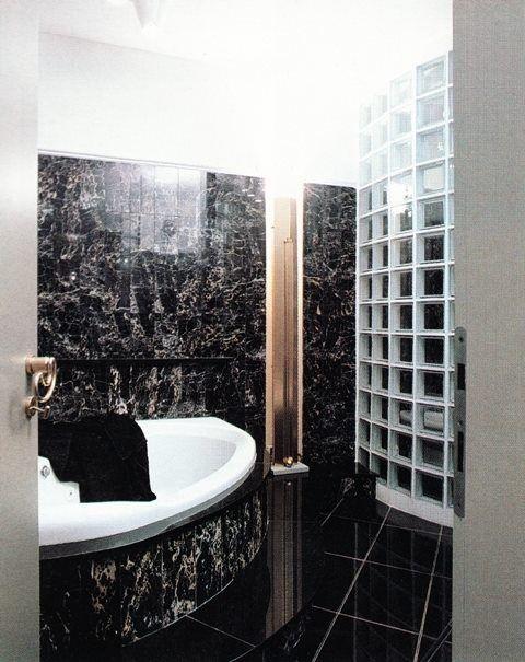 Bagno in marmo e vetro mattone - 01