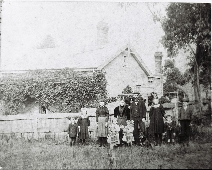 Stationmasters Cottage and Family, Teralba