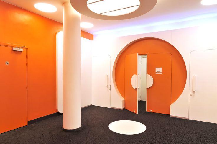 Meeting room entrance/door architectured by Cléram. #style #design #bureau #architecture #aménagement #workspace #coolworking #interior #deco #Cléram #art #office #idea #conception #company #work #goodvibes #entreprise #futuristic #modern #éclairage #lighting