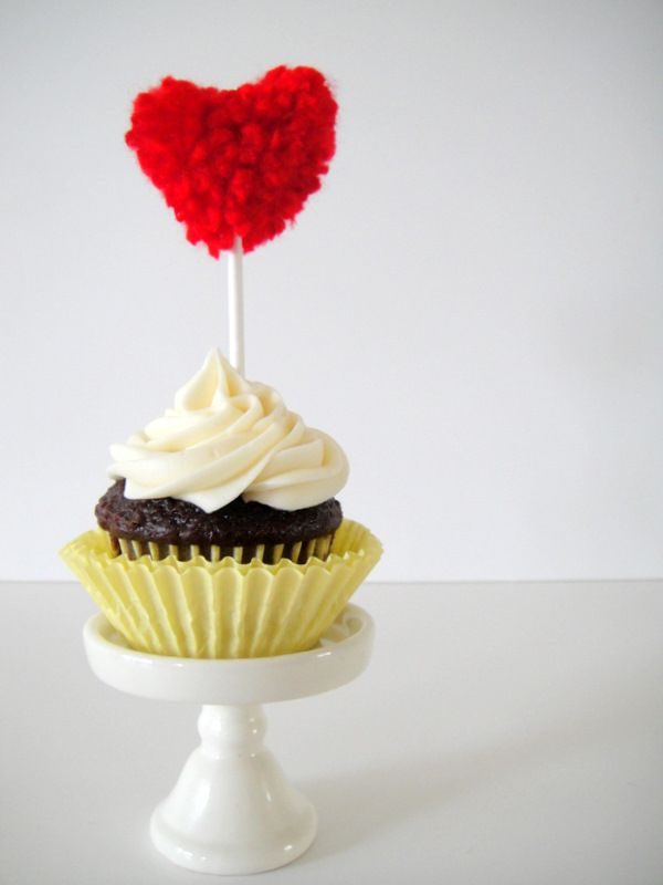 DIY Pom Pom Heart Topper (from The Sweetest Occasion): Pompom, Cakes Toppers, Valentines Day, Wedding Cupcake, Wedding Cakes, Pom Pom, Valentines Cupcake, Cupcake Toppers, Heart Cupcake