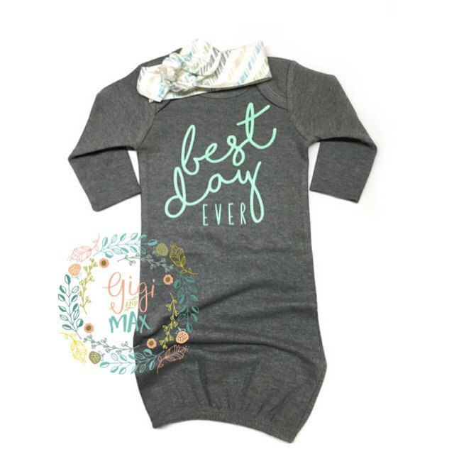 This listing is for a super soft and stretchy Best Day Ever gown for a little girl! Matching topknot can be purchased in the drop down of the listing. This gown is size 3 months. Gray gown with Mint letters. Lettering is professionally screen printed onto gown. Gowns are warm and roomy for baby, and perfect for middle of the night diaper changes!