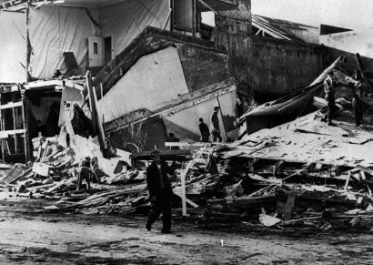 a look at the famous chilean earthquake of 1960 Tune in to ac360° for the latest on the search for quake survivors in chile and the race to deliver aid ac360°, 10 pm et monday concepcion, chile (cnn) -- a tale of two chiles began to emerge late monday, with life starting to return to normal in santiago, chile, and northern parts of the country, while.