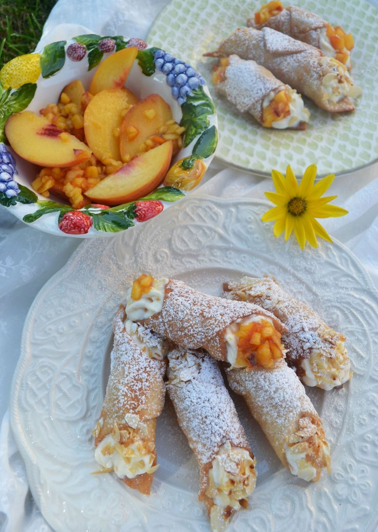 Amore at first bite! Cannoli with peach ricotta cream
