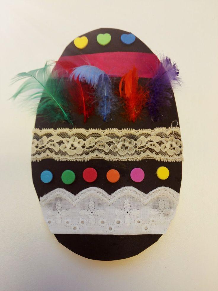 """Kartongista leikatut pääsiäismunat, ovat hyvin perinteinen pääsiäisaskartelu lasten kanssa. Nämä ovat helposti niitä """"ikuisuusmunia"""",..."""