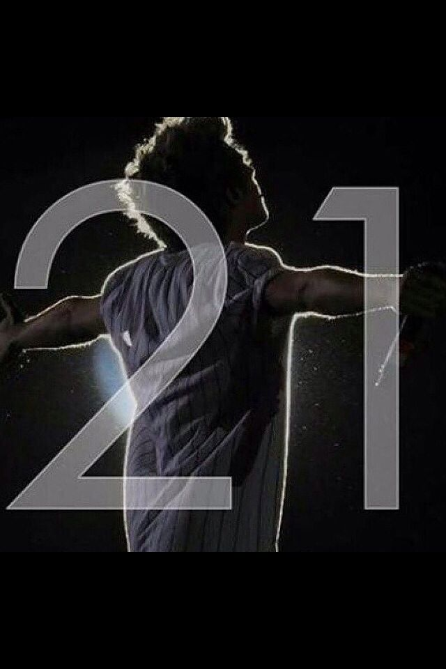 Happy Birthday Niall. ♡ @nhoran93 thank you for everything. you are inspiration of the biggest kind. thank you for being there when nobody else was. i love you!!!!! <3<3<3