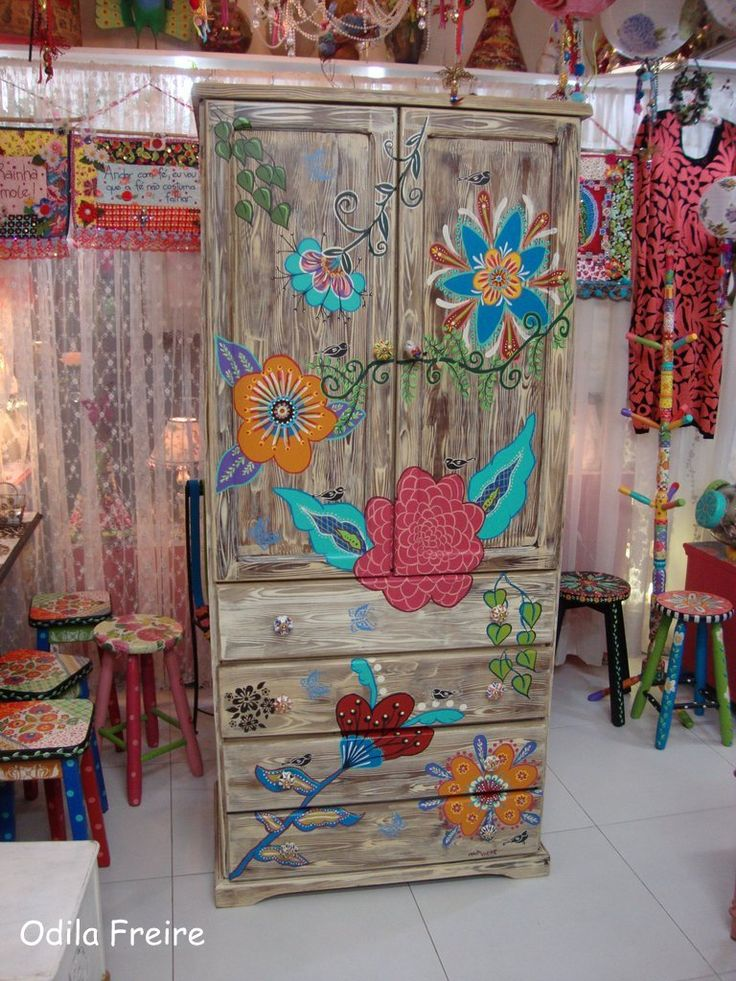 Painted Wardrobe. atelier odila freire, colors, decoupage